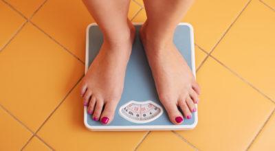 Como perder peso causado pela retenção de água