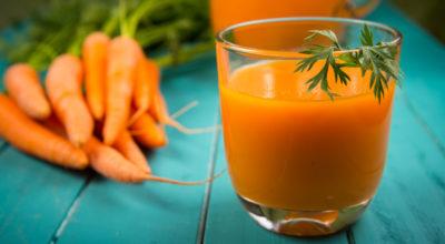 8 benefícios do suco de cenoura: para olhos, pele, imunidade e mais