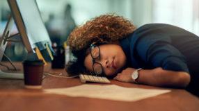 10 coisas que estão fazendo você se sentir cansado (e como resolver isso)