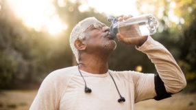 Beber mais água pode te ajudar a emagrecer: saiba o porquê