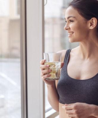 Água com limão emagrece? Esclareça essa dúvida e conheça outros benefícios