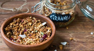 Granola: 5 benefícios para a sua saúde e como consumir